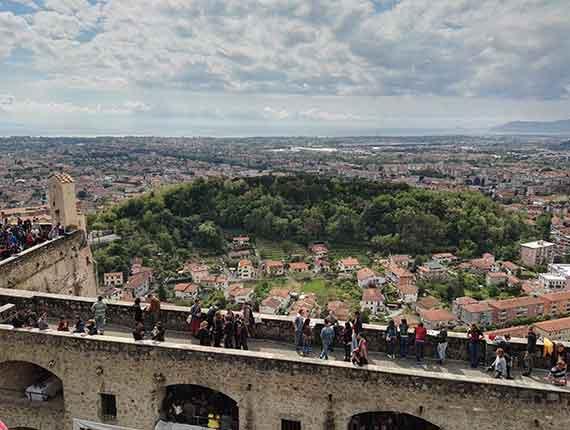 Leggi il nostro articolo riguardo: Visita al centro storico di Massa