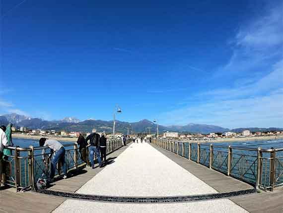 Leggi il nostro articolo riguardo: Passeggiata a Marina di Pietrasanta